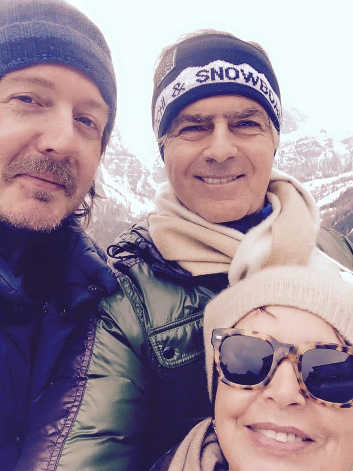 PASQUA CON CHI VUOI Con gli amici carissimi Marisa Tadiotto e Claudio Cavalli (rifugio Col Pradat, Val Badia, BZ, sabato 4 aprile 2015).