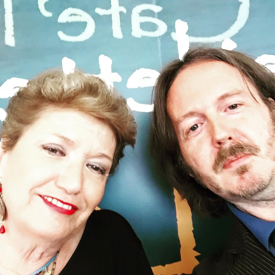 SUL LAGO TRASIMENO Con Mara Maionchi alla prima presentazione (con burraco) di «Vita da giornalaia» (Passignano sul Trasimeno, PG, sabato 27 giugno 2015).